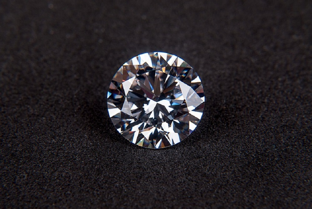 The <b>Clarity Of A Diamond</b>: Buy A Flawless One or With Minor Inclusions