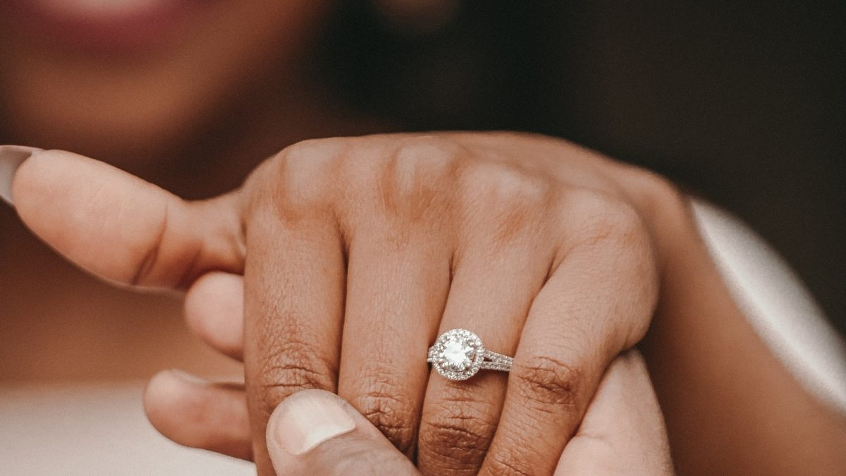 Buying A <b>Diamond</b> Engagement Ring: How To Choose One